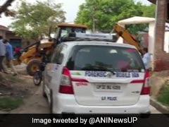 कानपुर : पुलिस की एके-47, इंसास रायफल, ग्लॉक पिस्टल और  99 एमएम पिस्टल लेकर भागा विकास दुबे और गुर्गे