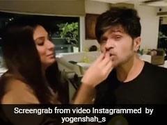 हिमेश रेशमिया के बर्थडे पर पत्नी ने काटा केट, तो बोले- बर्थडे मेरा है और केक...देखें Video