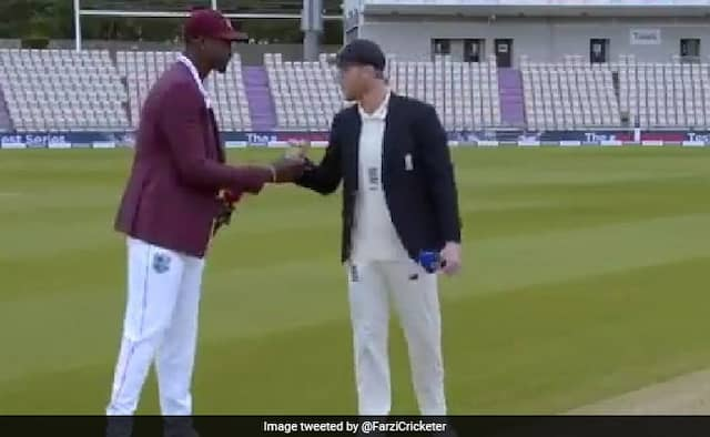 England Vs West Indies 1st Test jason holder try to handshake with england skipper ben stokes after toss