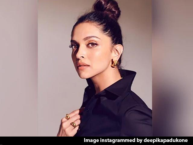 Deepika Crosses 50 M Followers On Instagram, Aamir Steps Out With His Dog