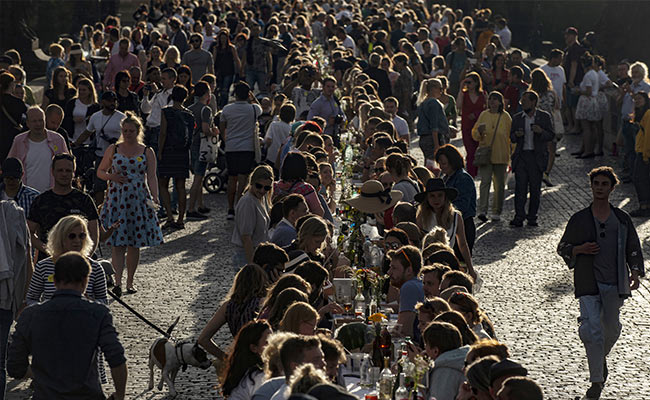 This City Celebrated End Of COVID Lockdown With Huge Dinner Party