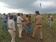 मध्य प्रदेश : किसान पति-पत्नी ने की खुदकुशी की कोशिश, कलेक्टर और एसपी हटाए गए