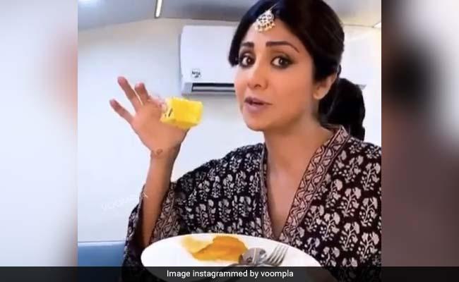 Ganesh Chaturthi 2020: Shilpa Shetty's <i>Besan</i> Coconut <i>Barfi</i> Is A Healthy Dessert For Festive Celebrations