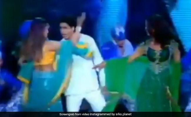शाहरुख खान ने रानी, प्रीति और प्रियंका चोपड़ा के साथ किया ऐसा रोमांटिक डांस, ऑडियंस भी लगी झूमने- Video