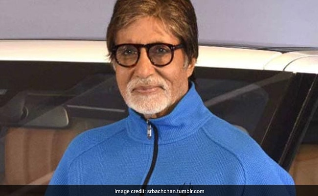 अमिताभ बच्चन ने हॉस्पिटल से शेयर की स्वास्थ्यकर्मियों के लिए पोस्ट, बोले- PPE किट में भगवान के अपने फरिश्ते...
