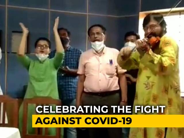 Video : Violinist, Mountaineer, And Model Team Up For COVID Helpline In Kolkata