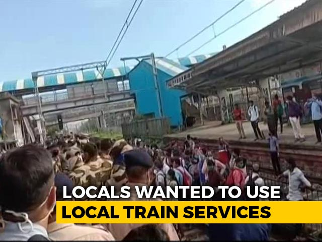 Video : Police Disperse Crowd Demanding Permission To Board Mumbai Local Trains