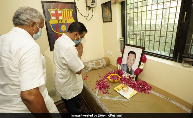 Arvind Kejriwal Meets Family Of Doctor Who Died Battling COVID-19