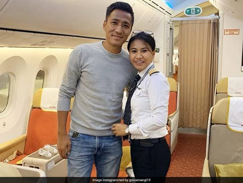 """""""Hats Off"""": Ex-Footballer Gushes Over Wife Airlifting Stranded Indians"""