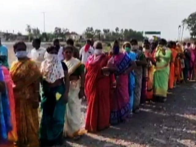 Video: Feeding The Hungry On A Remote Highway In Maharashtra