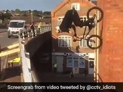 शख्स ने हवा में उड़ाई साइकिल और बिल्डिंग की दीवार पर दिखाया ऐसा Stunt, Video देख लोगों के उड़े होश