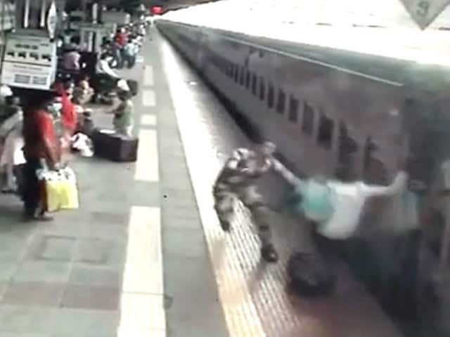 Video : Alert Security Personnel Save Man From Being Crushed By Train Near Mumbai