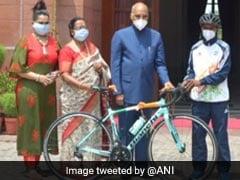 साइक्लिस्ट बनने का सपना देखने वाले 9वीं कक्षा के रियाज़ को राष्ट्रपति ने 'ईदी' में दी रेसिंग बाइक