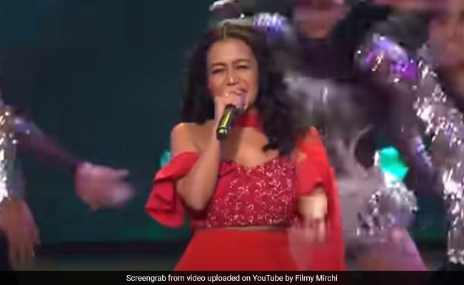 Neha Kakkar ने जोरदार परफॉर्मेंस से फिर मचाई धूम, बार-बार देखा जा रहा Video