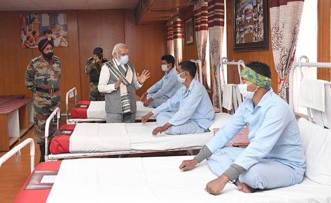 पीएम नरेंद्र मोदी ने लद्दाख संघर्ष में घायल जवानों से की भेंट, कहा-हमारा देश न कभी...