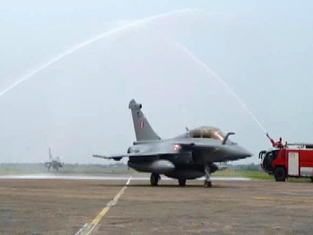 Video : 5 Rafales Land In Ambala, Greeted With Special Salute