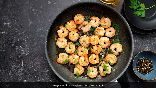 Butter Garlic Prawns Recipe: If Your Are Seafood Lovers You Can Make Easiest 5-Min Butter Garlic Prawns Snack Recipe