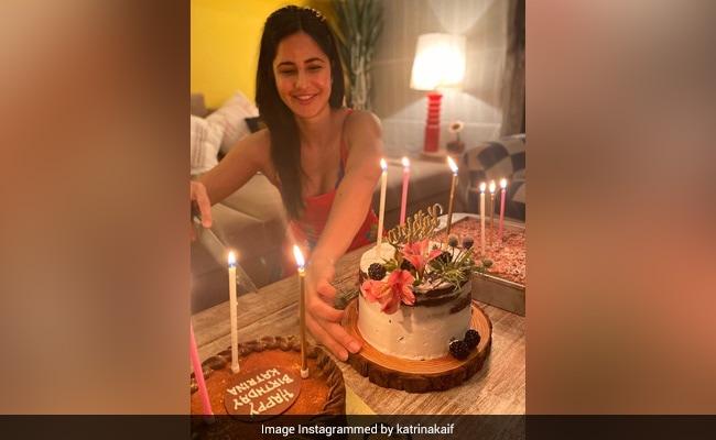 कैटरीना कैफ ने घर पर यूं शानदार अंदाज में मनाया जन्मदिन, ढेर सारे केक काटती दिखीं एक्ट्रेस- देखें Photo