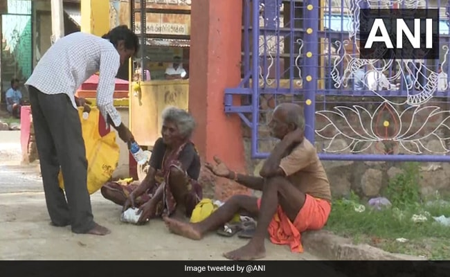 Tamil Nadu Tea Seller Spends Part Of Income On Feeding Poor Amid Covid