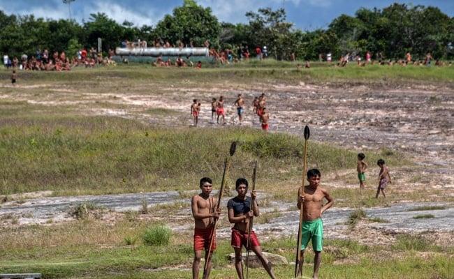 कोरोना वायरस से नेता की मौत होने के बाद अमेजन जनजाति के लोगों ने अगवा किए गए लोगों को छोड़ा