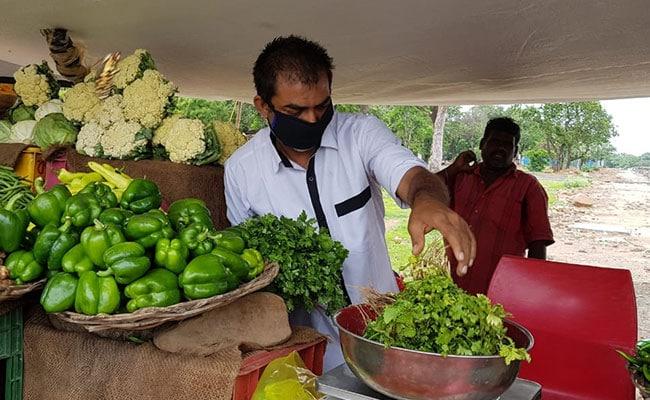 कोरोना काल ने रोजगार छीना : कैमरामेन बेच रहे सब्जी, जादूगर को मजदूरी करने में भी नहीं आई शर्म