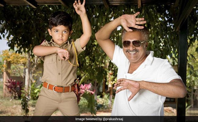 'सिंघम' की रिलीज को पूरे हुए 9 साल तो प्रकाश राज ने बेटे के साथ यूं बनाया पोज, बोले- जयकांत शिकरे को यादगार...