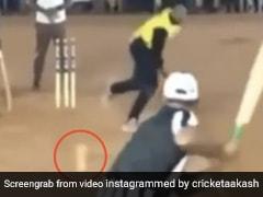 Wide जा रही गेंद को छोड़ा तो पीछे से उड़ गई गिल्लियां, देख बल्लेबाज हैरान - देखें Video