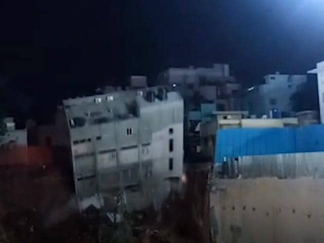 Video : Caught On Camera: Building In Bengaluru Collapses, No Casualties Reported | NDTV Beeps