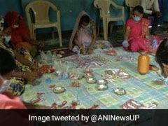 पारंपरिक चीजों से ये महिलाएं बना रही हैं राखियां, कहा- यह PM के 'आत्मनिर्भर मिशन' को समर्थन का एक प्रयास