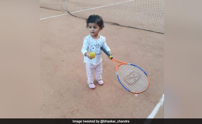 शख्स ने सानिया मिर्जा को टैग कर भतिजी की लॉन टेनिस खेलते हुए फोटो की शेयर तो टेनिस स्टार ने ऐसे किया रिएक्ट