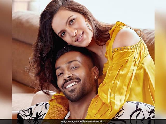 """""""You Complete Me"""": Natasa Stankovic Shares Loved-Up Picture With Hardik Pandya"""