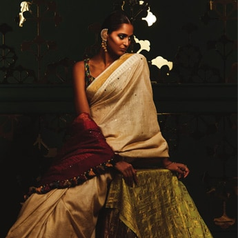 4 Solid Toned Sarees That Are Too Stylish To Pass Over