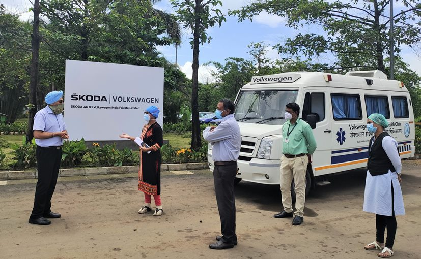 Gurpratap Boparai, MD, Skoda Auto Volkswagen India handing over the van to Khed Taluka medical officials