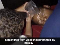 गहरी नींद में सो रहे पिता के मुंह पर बेटी ने डाला पानी, घबराकर उठा शख्स और फिर... देखें Viral Video
