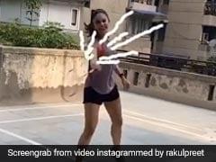 बैडमिंटन में पापा से नहीं जीत पाईं रकुल प्रीत सिंह, Video शेयर कर बोलीं- आज भी उनके लेवल को मैच करना मुश्किल है