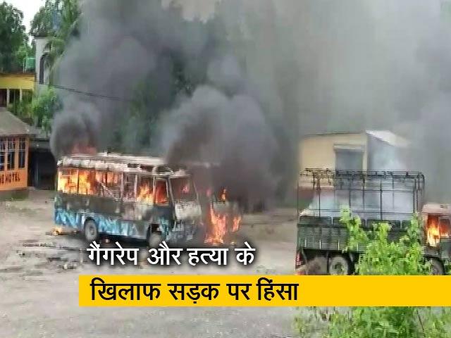 Videos : प.बंगाल के उत्तरी दिनाजपुर में हिंसा, गुस्साए लोगों ने की आगजनी