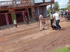मध्य प्रदेश में पुलिसकर्मी ने बेरहमी से की युवक की पिटाई, VIDEO हुआ वायरल..