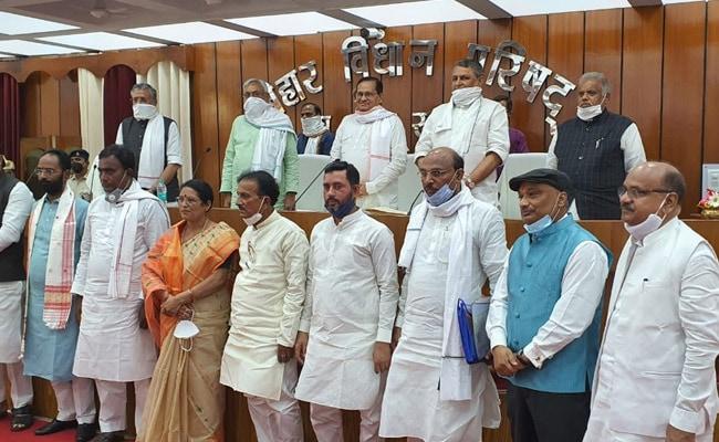 बिहार विधान परिषद के सभापति कोरोना पॉजिटिव, CM नीतीश और उनके सचिवों की रिपोर्ट आई नेगेटिव - NDTV Khabar