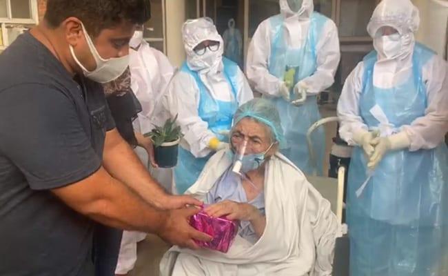 डॉक्टरों ने 105 साल की कोरोना वायरस संक्रमित महिला को ठीक करके उनके परिवार को दी 'ईदी'