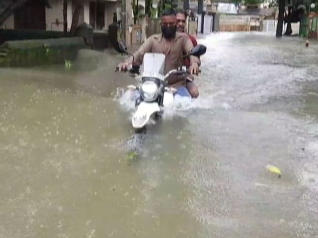 Video : Heavy Rain In Mumbai Leads To Flooding, Travel Chaos | NDTV Beeps