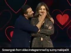 रवीना टंडन के साथ रोमांटिक डांस कर रहे थे सनी देओल, तभी बेटे ने स्टेज पर आकर किया कुछ ऐसा- Video हुआ Viral