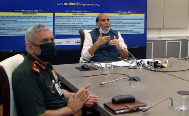 रक्षा मंत्री ने कर्नाटक में हिंदुस्तान एरोनॉटिक्स स्किल सेंटर का उद्घाटन किया