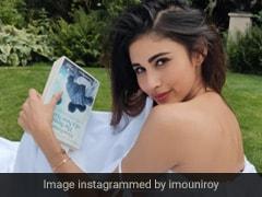 मौनी रॉय ने गार्डन में कराया Photoshoot, व्हाइट आउटफिट में दिखा एक्ट्रेस का जबरदस्त अंदाज
