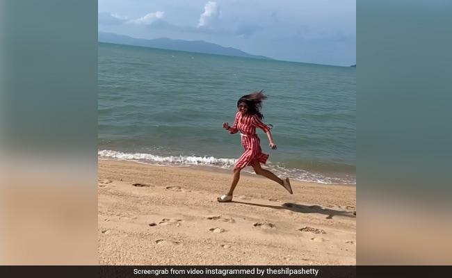 शिल्पा शेट्टी समुद्र किनारे दौड़ लगाती आईं नजर, Video सोशल मीडिया पर हो रहा है वायरल