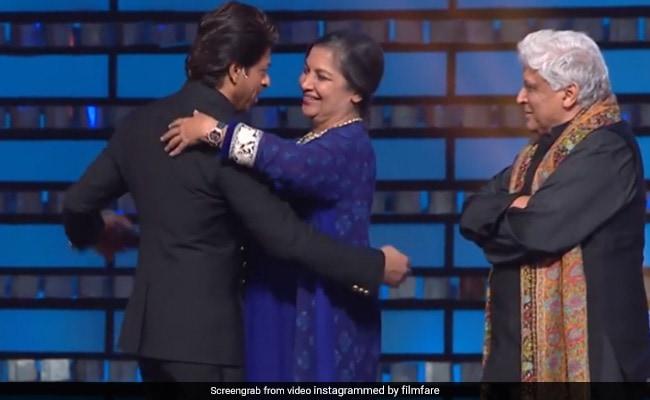 शबाना आजमी के साथ डांस कर रहे थे शाहरुख खान, तभी जावेद अख्तर ने किया कुछ ऐसा देखते रह गए SRK