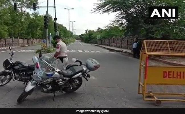 दिल्ली के अलीपुर इलाके में पुलिस स्पेशल सेल और बदमाशों के बीच एनकाउंटर
