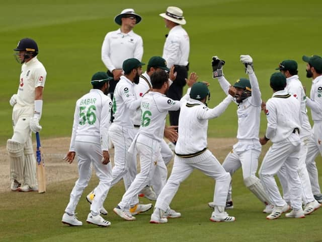 """Waqar Younis Wants Pakistan To """"Cash In"""" On Ben Stokes Absence"""