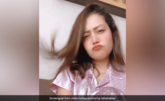 Neha Kakkar का Video हुआ वायरल, 'प्यार नाल' सॉन्ग पर जबरदस्त एक्सप्रेशन देती आईं नजर