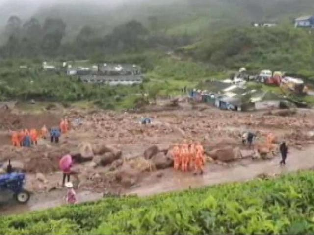 Video : Kerala Rescuers Struggle In 20-Foot Piles Of Rubble, Rain After Landslides