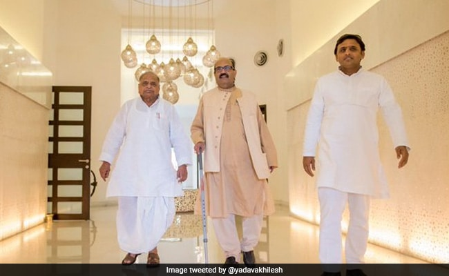 Deprived Of His Affection: Akhilesh Yadav Condoles Death Of Amar Singh